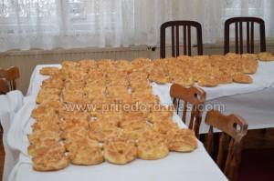 kolo srpskih sestara-pocelo pravljenje vaskrsnih peretaka (1)