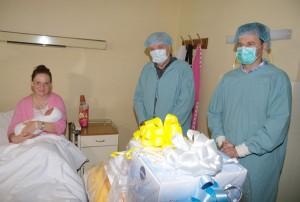 srna-gradonacelnik darovao bebu rodjenu na vidovdan (1)