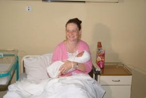 srna-gradonacelnik darovao bebu rodjenu na vidovdan (2)