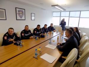 srna-zahvalnice pozrtvovanim policajcima (1)