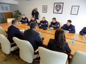 srna-zahvalnice pozrtvovanim policajcima (2)