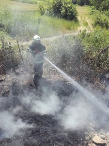 vatrogasci prijedor-pozar-deponija guma (1)