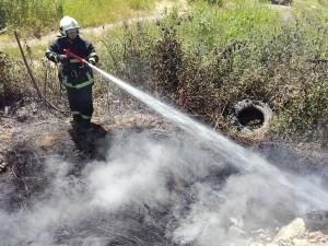 vatrogasci prijedor-pozar-deponija guma (2)