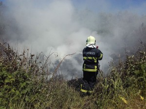 vatrogasci prijedor-pozar-deponija guma (7)