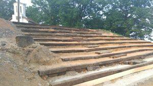 brezicani-amfiteatar kod crkve (2)