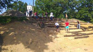 brezicani-amfiteatar kod crkve (4)